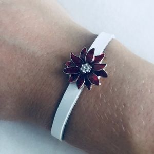 Jewelry - Seasons Jewelry Poinsettia Bracelet (Slim)